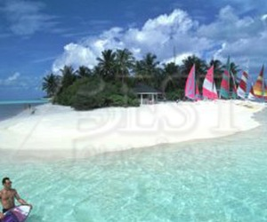 Cazare Holiday Island Resort